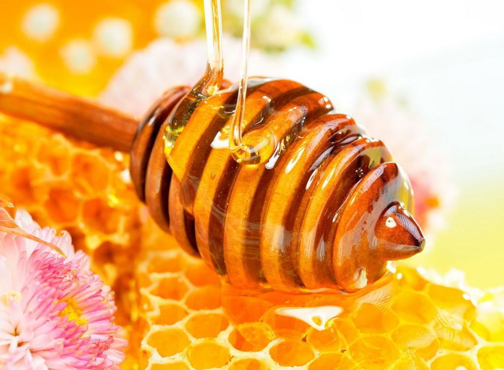 Mật ong thường được dùng cho các bài thuốc dân gian chữa viêm loét dạ dày HP tại nhà