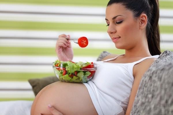 Mẹo giúp mẹ bầu giảm chứng trào ngược dạ dày khi mang thai