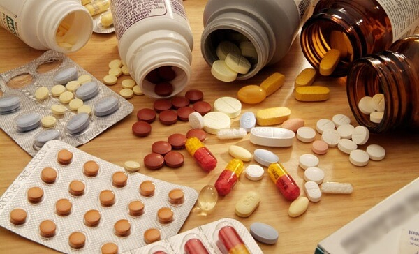 Ngoài những ưu điểm về tính tiện dụng và hiệu quả tức thì, dùng thuốc Tây y trong điều trị viêm loét dạ dày cũng gây ra những hậu quả khôn lường.