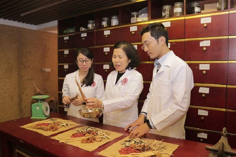 Bác sĩ Nguyễn Thị Vân Anh có chia sẻ về nguồn dược liệu sạch trong bài thuốc
