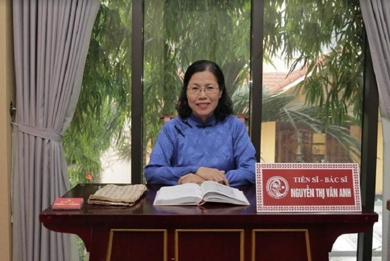 Tiến sĩ, bác sĩ Nguyễn Thị Vân Anh là một chuyên gia có hơn 40 năm chữa trị các bệnh dạ dày